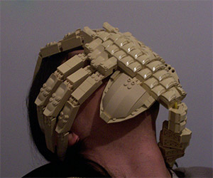 LEGO Alien Facehugger: Wait for the Minifig to Emerge