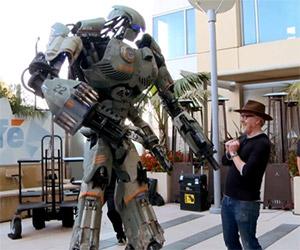Giant Robot Costume Storms Comic-Con