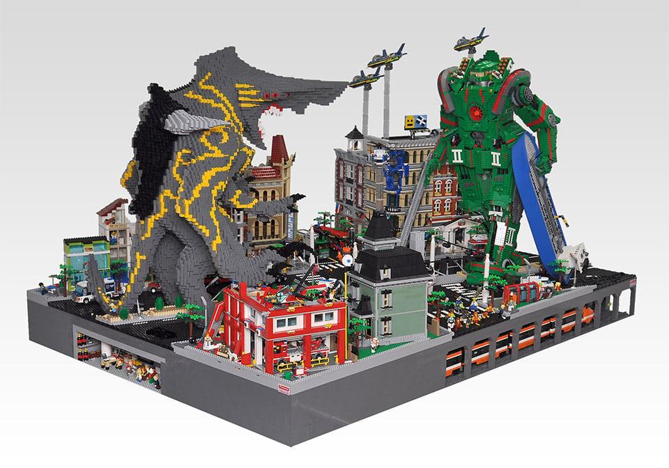Pacific Rim: LEGO Jaeger vs. LEGO Kaiju