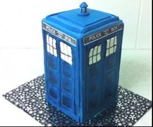Make Your Own Doctor Who TARDIS Cake