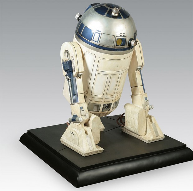 full_size_r2_d2_collectible_2