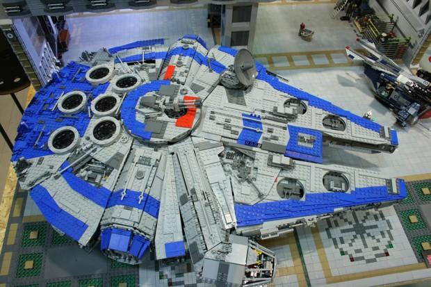 lego_millennium_falcon_stellar_envoy_1