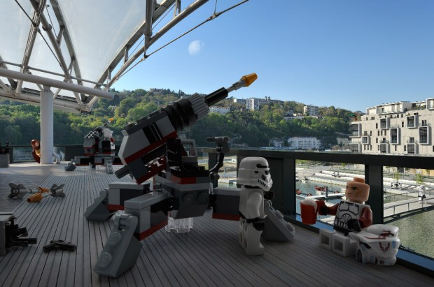 star_wars_lego_minifigs_real_world_2