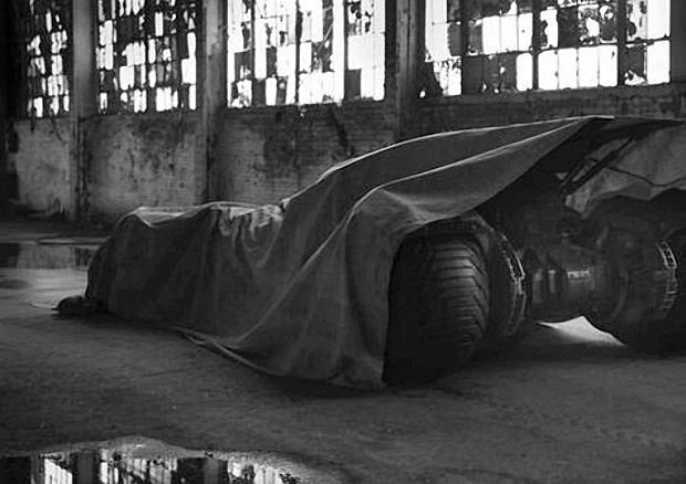 zack_snyder_batmobile_affleck_peek_1