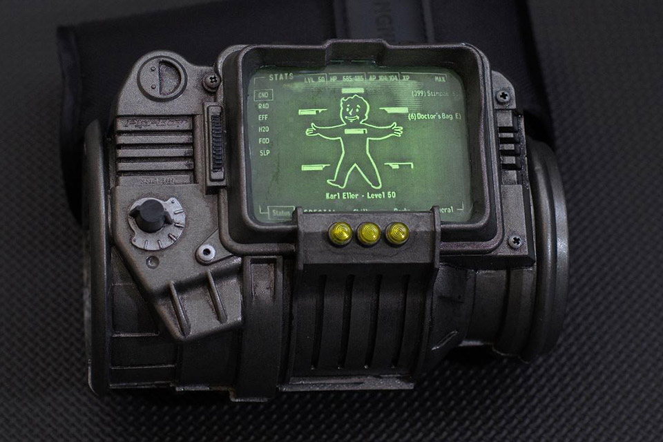 Fallout Pip-Boy 3000: Skruffy Studios Kit + Green LEDs