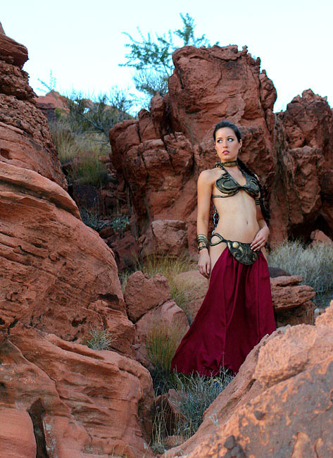 scruffy_rebel_slave_leia_cosplay_2