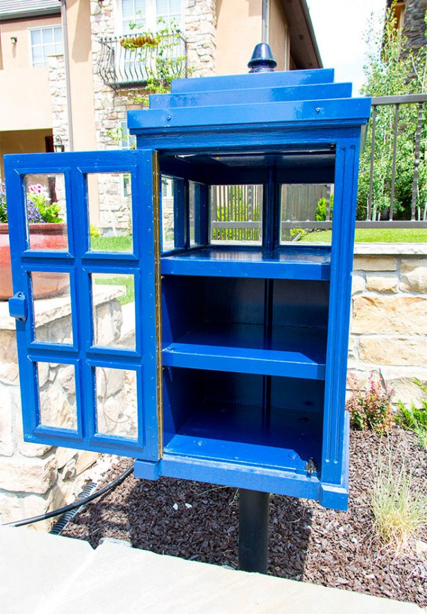 doctor_who_tardis_lending_library_1