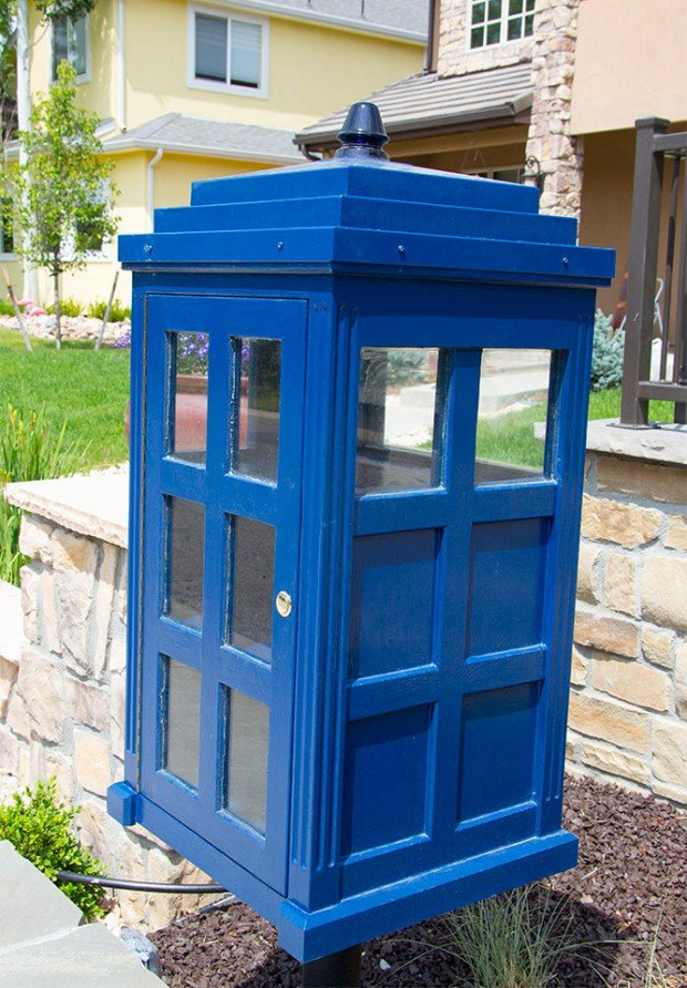 doctor_who_tardis_lending_library_2