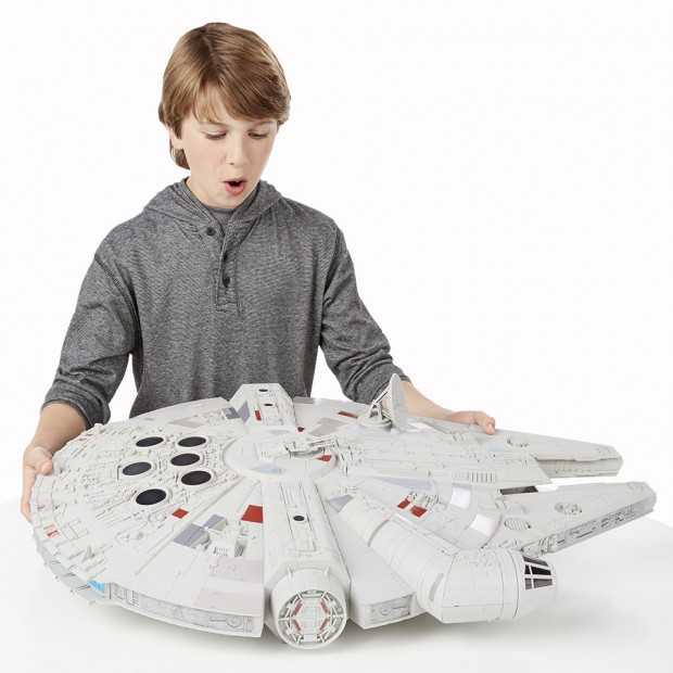 hasbro_star_wars_hero_millennium_falcon_1