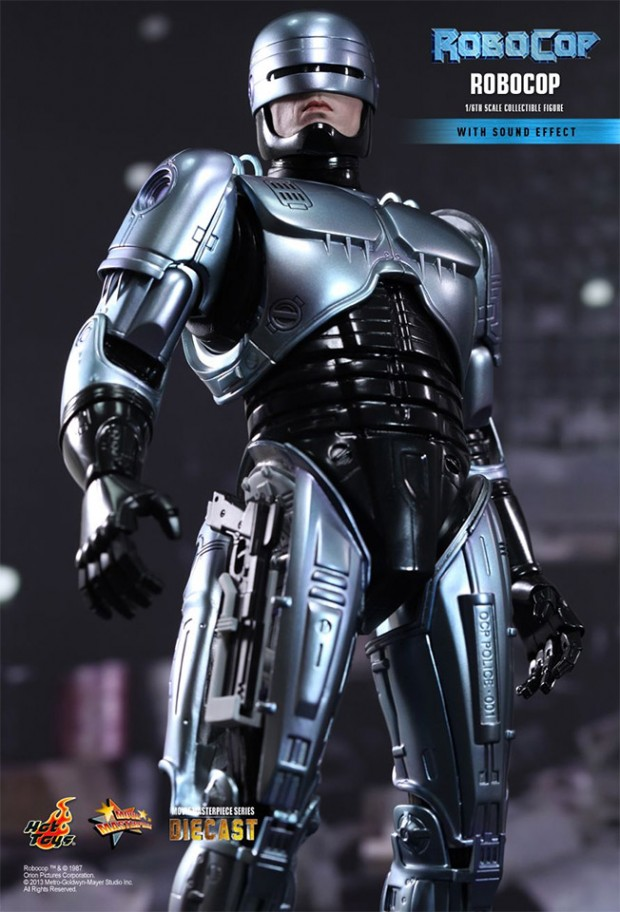 robocop_hot_toys_action_figure_1