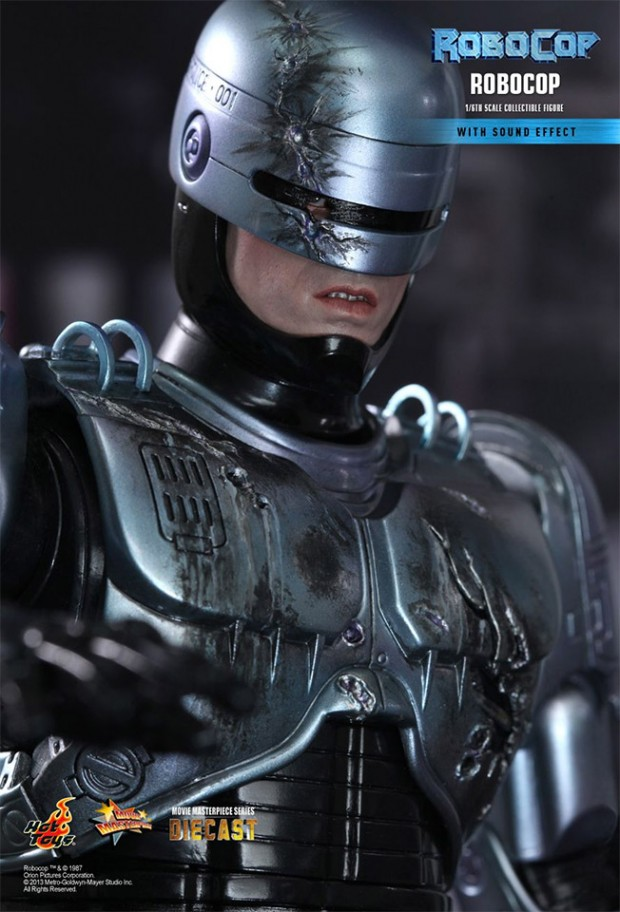 robocop_hot_toys_action_figure_2