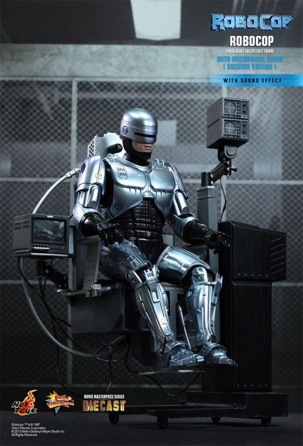 robocop_hot_toys_action_figure_4
