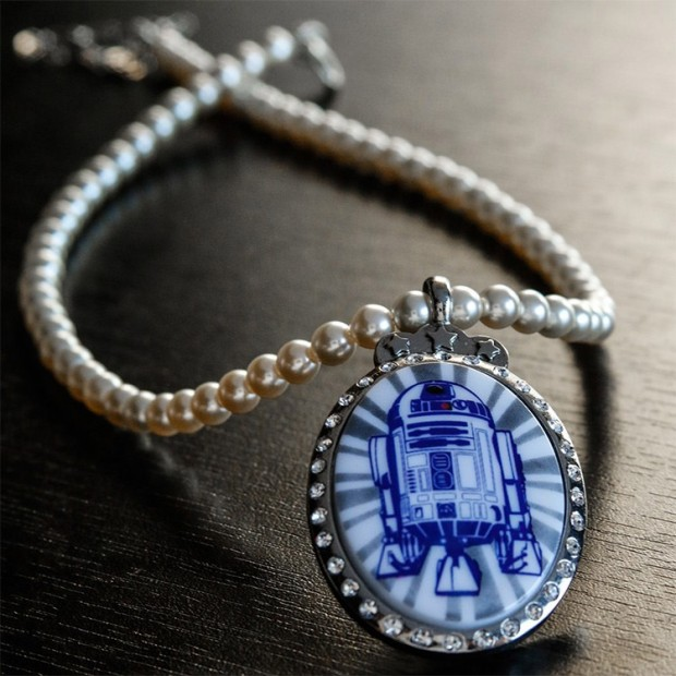 r2_d2_necklace_1