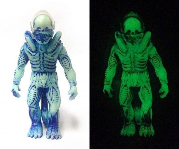 glow_in_the_dark_soft_alien_xenomorph_2