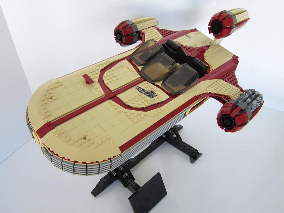 3,000 Brick LEGO Landspeeder