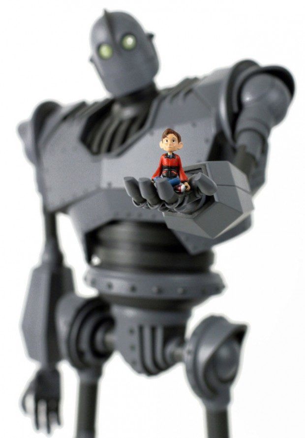 iron_giant_deluxe_figure_2