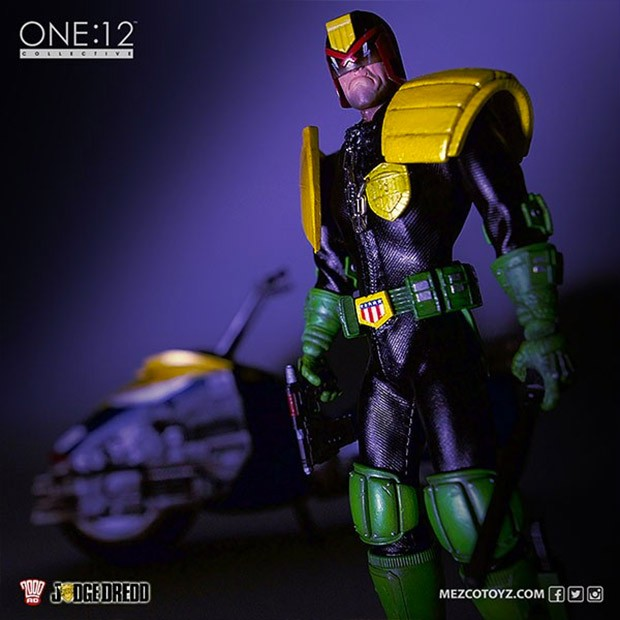judge_dredd_action_figure_3