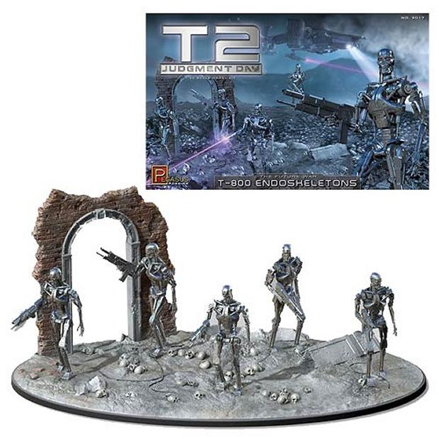 Terminator 2 T-800 Endoskeleton 1:32 Scale Model