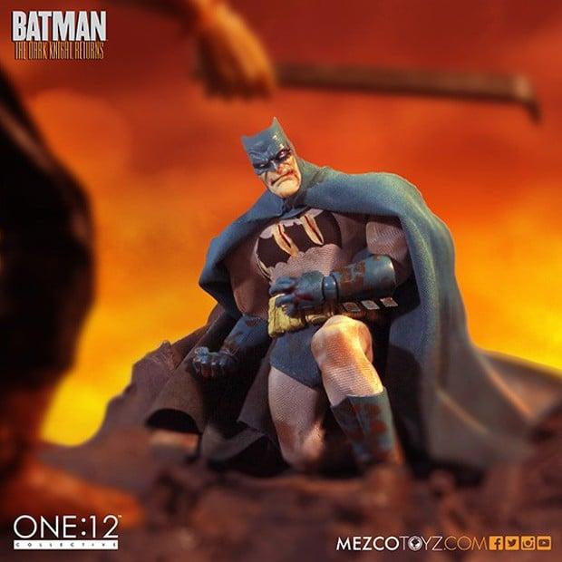 batman_the_dark_knight_returns_deluxe_boxed_set_mezco_toys_2