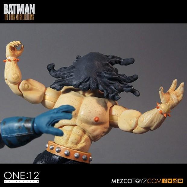 batman_the_dark_knight_returns_deluxe_boxed_set_mezco_toys_9
