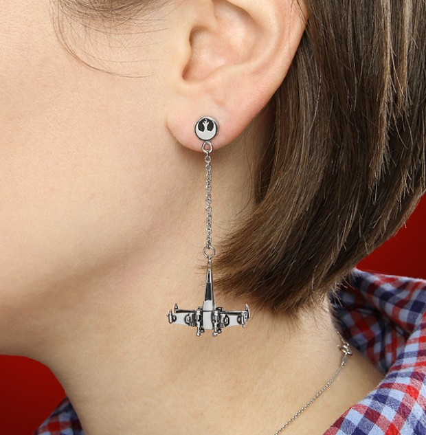 star_wars_spaceship_dangle_earrings_by_thinkgeek_2