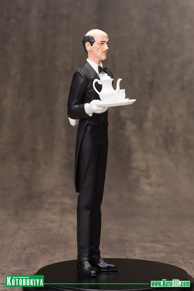 alfred_pennyworth_artfx_plus_statue_by_kotobukiya_7