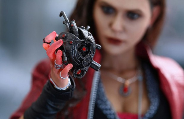 scarlet_witch_avengers_age_of_ultron_action_figure_by_hot_toys_15
