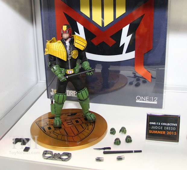 judge_dredd_lawmaster_motorcycle_action_figure_by_mezco_one_12_collective_3