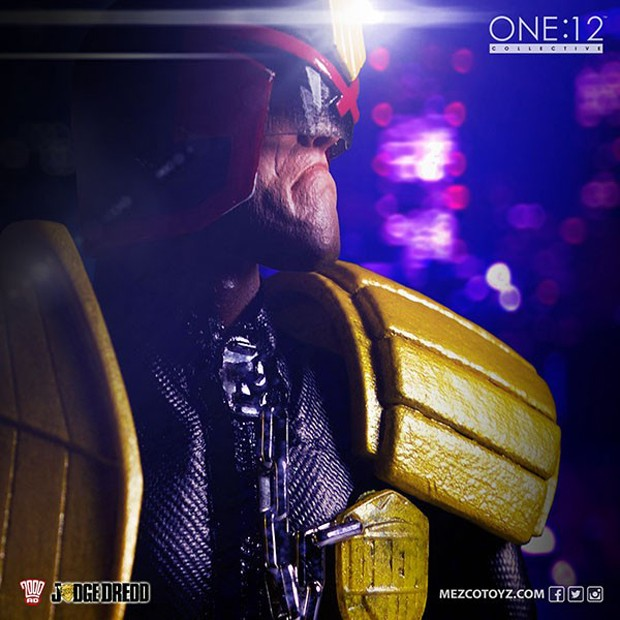 judge_dredd_lawmaster_motorcycle_action_figure_by_mezco_one_12_collective_8