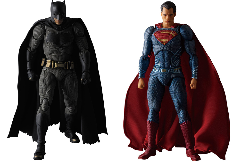 Medicom MAFEX Batman v Superman Figures