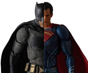 Medicom MAFEX Batman v Superman Figures