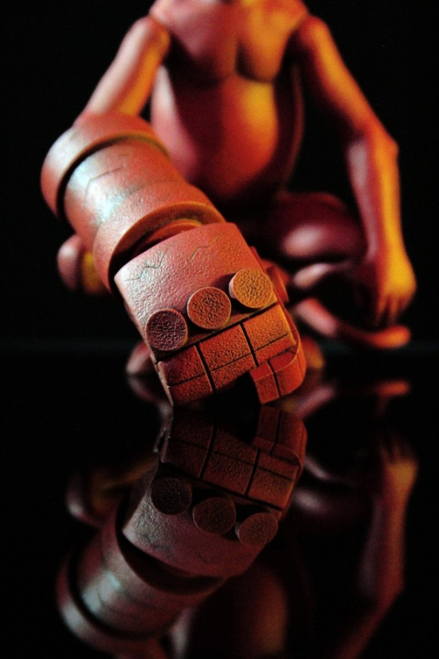 baby_hellboy_sixth_scale_figure_by_mondo_4