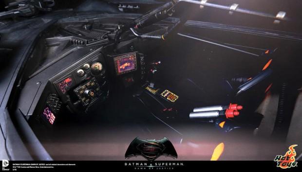 batman_v_superman_batmobile_remote_controlled_sixth_scale_hot_toys_2