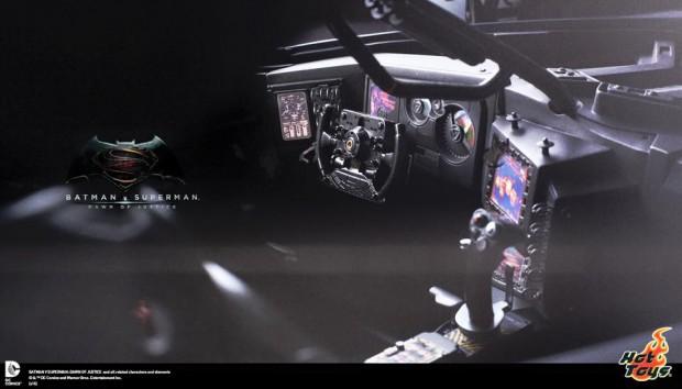 batman_v_superman_batmobile_remote_controlled_sixth_scale_hot_toys_3