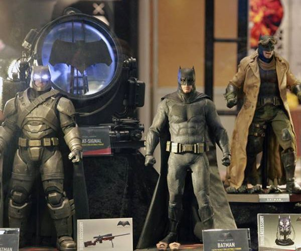 Hot Toys Shows Its Batman v Superman Figures