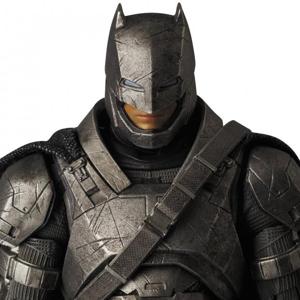 mafex_batman_v_superman_armored_batman_wonder_woman_medicom_10