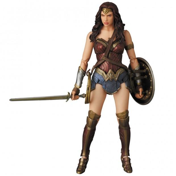 mafex_batman_v_superman_armored_batman_wonder_woman_medicom_17