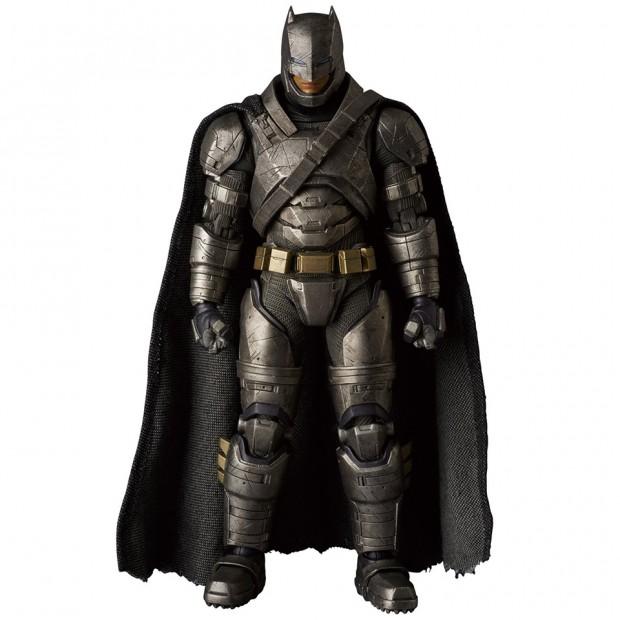 mafex_batman_v_superman_armored_batman_wonder_woman_medicom_2