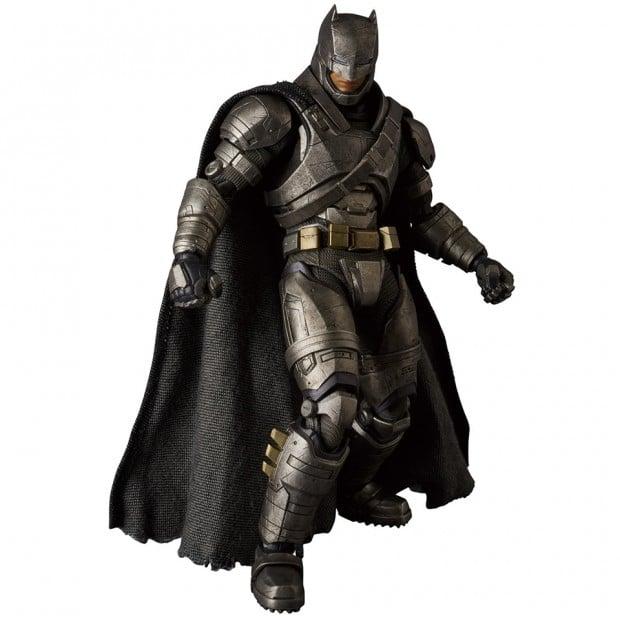 mafex_batman_v_superman_armored_batman_wonder_woman_medicom_3