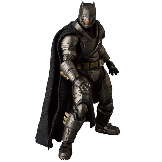 mafex_batman_v_superman_armored_batman_wonder_woman_medicom_4