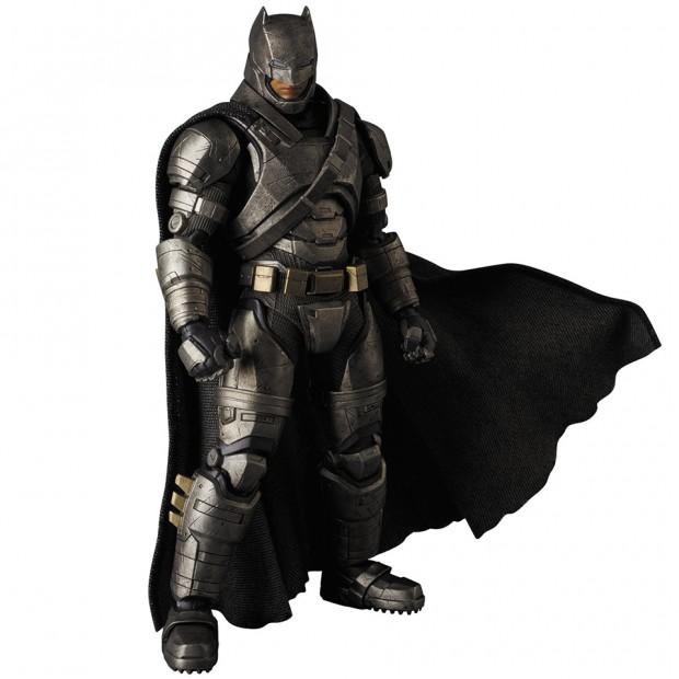 mafex_batman_v_superman_armored_batman_wonder_woman_medicom_5