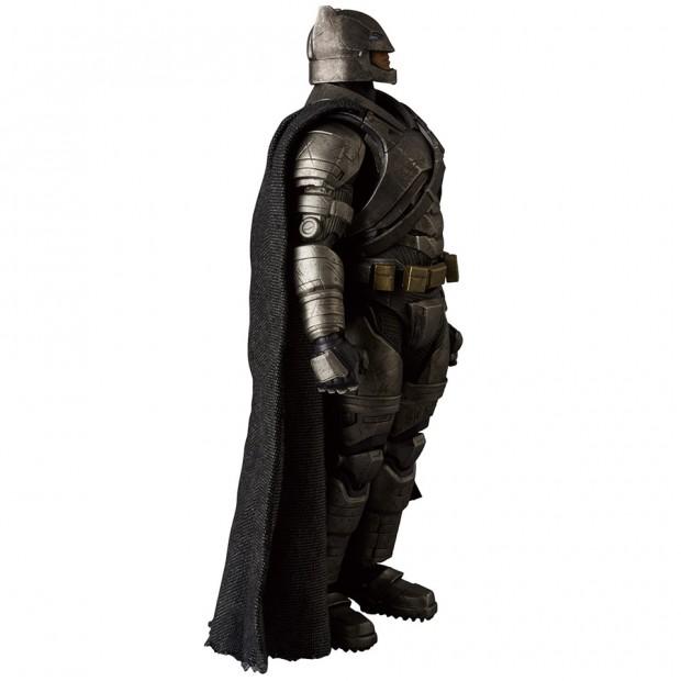 mafex_batman_v_superman_armored_batman_wonder_woman_medicom_6