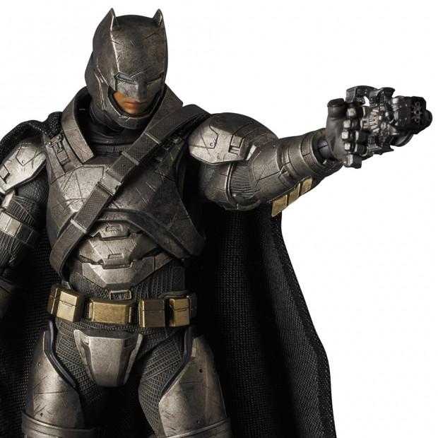 mafex_batman_v_superman_armored_batman_wonder_woman_medicom_8