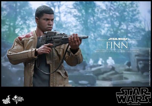 star_wars_vii_finn_riot_control_stormtrooper_hot_toys_10