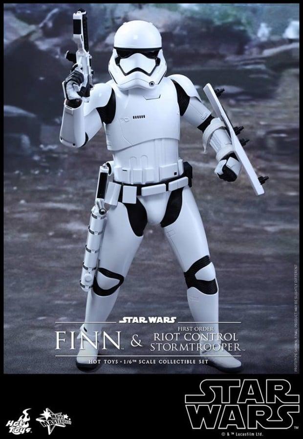 star_wars_vii_finn_riot_control_stormtrooper_hot_toys_15