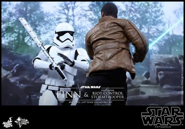 star_wars_vii_finn_riot_control_stormtrooper_hot_toys_20