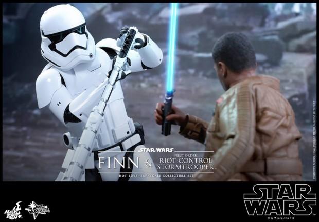star_wars_vii_finn_riot_control_stormtrooper_hot_toys_21