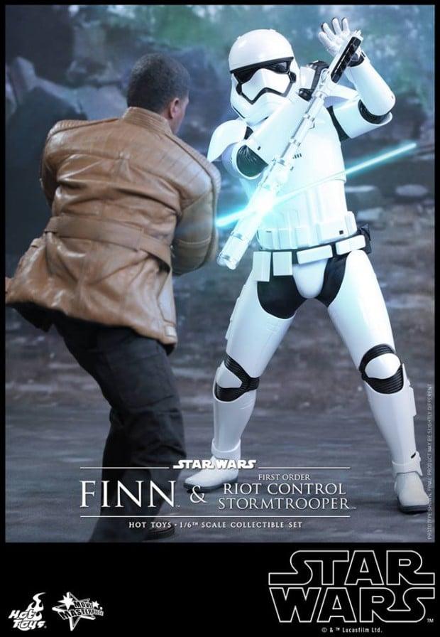 star_wars_vii_finn_riot_control_stormtrooper_hot_toys_22