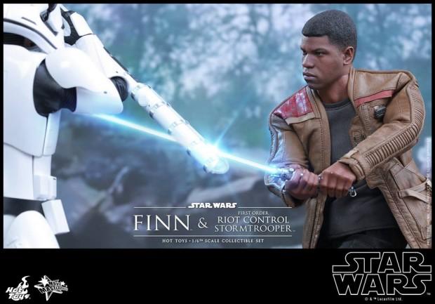star_wars_vii_finn_riot_control_stormtrooper_hot_toys_24