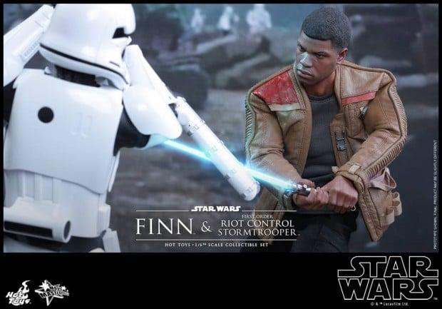 star_wars_vii_finn_riot_control_stormtrooper_hot_toys_25
